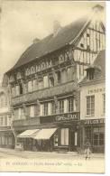 11 - GAILLON - VIEILLES MAISONS XVème SIECLE ( Animées + CAFE DE LA PAIX + IMPRIMERIE ) - France