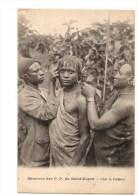 C  P  A---GUINEE FRANCAISE Missions Des P P Du St-esprit Chez Le Coiffeur---voir 2 Scans - Französisch-Guinea