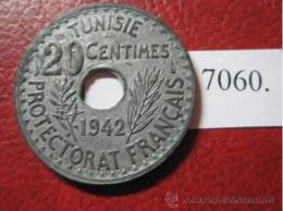 Tunez  20 Centimos 1361 / 1942 , Zinc Metal De Guerra RARA Tunis, Tunisie, 20 Cents 1361/1942, Metàl Guerre , Zinc RARE - Túnez