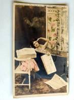Carte Postale Ancienne : Jolie Femme Dans Une Baignoire Avec Journal Le Matin - Femmes