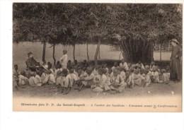 C  P  A -------GUINEE-FRANCAISE  Missions Des P-P Du St Esprit  -a L´ombre Des Bambous L´examen Avant La Confi - Guinée Française