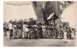 C P A ----GUINEE-FRANCAISE  Missions Des P-P Du St Esprit-avant La Messe--voir 2 Scans - Guinée Française