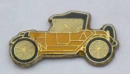 Pin's VOITURE ANCIENNE JAUNE - Décapotable - Tacot - B1183 - Badges
