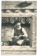Cpa: 29 Le Vieux Brodeur De PONT L'ABBE (ar. Quimper) Travaillant Dans Son Echoppe N° 1299 - Pont L'Abbe