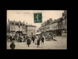 50 - CARENTAN - L'Hôtel De Ville - Marché - Carentan