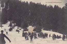 LE  LIORAN  En Hiver.  _  La Prairie Des Sagnes. Rendez-vous Des Skieurs. Femme Robe Et Chapeau. Tache Jaune Entre Sapin - Non Classés