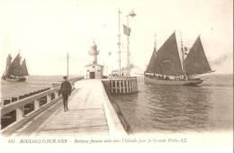 BOULOGNE SUR MER  ( 62 )  BATEAUX FAISANT VOILE VERS L' ISLANDE POUR LA GRANDE PECHE - Boulogne Sur Mer