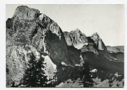 SWITZERLAND - AK138590 Gr. U. Kl. Mythen Mit Dem Neuen Berggasthaus Holzegg - SZ Schwyz