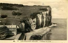 76-LES GRANDES DALLES...FALAISES EN AVAL ...CPA - France