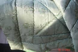 Piqué Matelassé Brodé àdécor Floral Sur 1 Face Couleur Vert Amande .Autre Face Vert Olive Uni 165X140 .Années 60 - Bed Sheets
