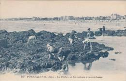 PORNICHET. La Pêche Sur Les Rochers à Marée Basse - Pornichet