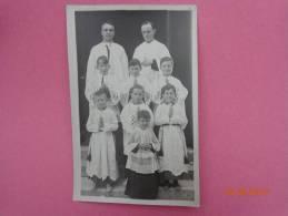 Photo  De Pretres Et Enfants En Tenue De Service - Unclassified