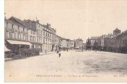 CPA CHALONS SUR MARNE LA PLACE DE LA REPUBLIQUE - Châlons-sur-Marne