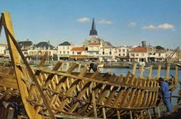 SAINT GILLES CROIX DE VIES  CONSTRUCTION D UNE BARQUE SUR LE PORT   CIRC NON  EDIT - Saint Gilles Croix De Vie
