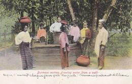 ASIE---BURMA----Burmese Women Drawing Water From A Well--voir 2 Scans - Myanmar (Burma)
