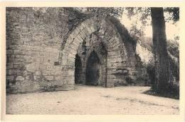 -COUCY LE CHATEAU  Le Chateau Porte De La Basse Cour Neuve Excellent état éd Monuments Historiques - France