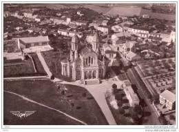 CPSM  -    LA  ROCHE  Sur  YON  (85)  L´ Eglise Du Sacré - Coeur   (vue Aérienne)  1954 - La Roche Sur Yon