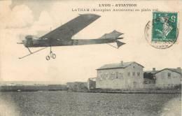 LYON-AVIATION LATHAM EN PLEIN VOL + AUTOGRAPHE D´UN AVIATEUR AU DOS - Demonstraties