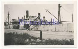P54 - Beau plan navire de commerce � quai vers 1930 - dept 85, 44 - Chemin�e avec lettre N