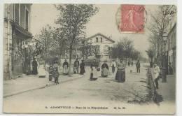 ADAMVILLE (VAL DE MARNE - 94) - CPA - RUE DE LA REPUBLIQUE - Andere Gemeenten