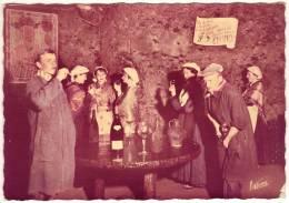 CPM Dentellée - CHINON 37 Indre Et Loire - A Chinon Ils Sont Dans La Cave Les Tourangeaux - Chinon