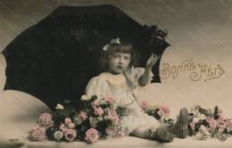 """ENFANTS - LITTLE GIRL - MAEDCHEN - Jolie Carte Fantaisie Portrait Fillette Avec Parapluie Et Fleurs De """"Bonne Fête"""" - Portraits"""