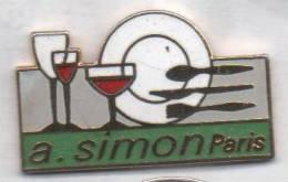 Superbe Pin´s  En EGF , A. Simon , Paris , Vaisselle , Couverts , Signé Pin's Up - Golf
