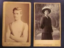 Ancienne 2 PHOTO ORIGINALE CDV FREIBURG BALE Portrait Jeune Homme Sportif Décoration Déguisé Fille Foto Junger Mann - Ancianas (antes De 1900)
