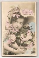 Portrait Enfant - Petite Fille Fleurs Et Rubans - Colorisée P. P. & Détails Peints Main Dorés - Ecrite / Timbrée 1907 - Portraits
