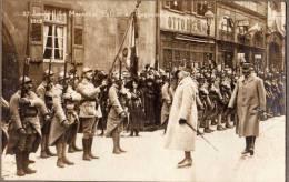 MILITARIA - 2  PHOTOS MARECHAL PETAIN A HAGUENAU 67 BAS RHIN  LE  27 JANVIER 1919 - ANIMATION, RUE, AUTOMOBILE - 1939-45