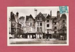 *  CPSM..( 37 )..TOURS : Vieilles Maisons - Place Plumereau - Tours