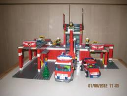 Lego 7945 Caserne Sapeurs-Pompiers 100 % complet avec plan