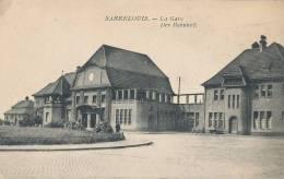 J J S 451 / C P A - ALLEMAGNE - SAARELOUIS  -  LA GARE - DER BAHNHOF - Kreis Saarlouis