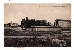 Lyon 07 Vue Sur Fort Lamothe Actuelle Caserne Sergent Blandan Avec Le Chateau Au Loin Ecrite En 1917 - Lyon 7
