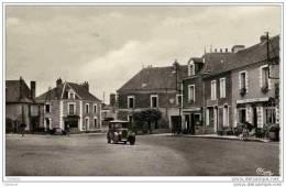 44-DERVAL-La PLACE-(Cafés,Voitures,,) Cpsm - Derval