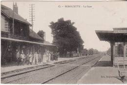 BERGUETTE - La Gare ,animée - Autres Communes