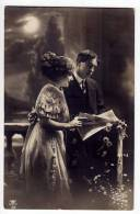 COUPLES A COUPLE READING A PAPER MB Nr. 32 OLD POSTCARD 1914. - Couples