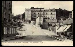 Cpa  Du  50  Saint Lô Rue De Carentan Et L' école Supérieure    BHU24 - Saint Lo