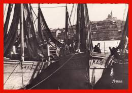 Un Coin Du Vieux Port Et Notre Dame De La Garde Bateaux De Pêche Marseille Rare édition Mireille - Vieux Port, Saint Victor, Le Panier