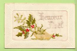 Carte Brodée  - Heureux Noël Avec Sabot Et Houx - 2 Scans - Brodées