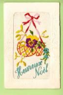 Carte Brodée  - Heureux Noël Avec Panier De Pensées - 2 Scans - Brodées