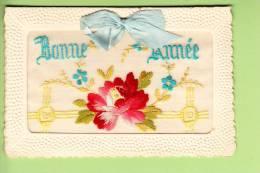 Carte Brodée  - Bonne Année - Carnet Qui S'ouvre Sur Un Message - Belle Rose - 2 Scans - Brodées