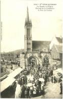 CPA  29 - SAINT-JEAN DU DOIGT       Le Porche Et L´Eglise - Rentrée De La Procession Le Jour Du Pardon      (TBE) - Saint-Jean-du-Doigt