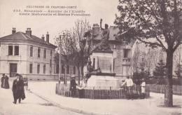 CPA 25 BESANCON, Avenue De L'Elvétie, école Maternelle, Statue PROUDHON. (animée...) - Besancon