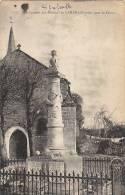 17 LANDRAIS  Coin Du VILLAGE  EGLISE  Et  MONUMENT Au  MORTS  En 1928 - Francia