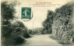 72 ST LEONARD DES BOIS ++ Les Rochers De La Vigne Et La Route De Fresnay-sur-Sarthe ++ - Saint Leonard Des Bois
