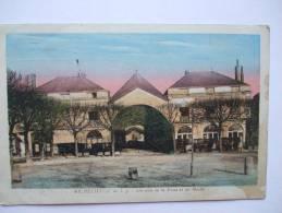 37 - ROC -  RICHELIEU - UN COIN DE LA PLACE ET LES HALLES - COLORISEE - Other Municipalities