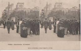 PARIS ( Pont D' Arcole  - Un Camelot ) - Cartes Stéréoscopiques