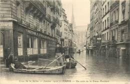 PARIS CRUE DE LA SEINE 1910 UN COIN DE LA PLACE MAUBERT - La Crecida Del Sena De 1910