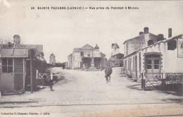 21352 44 France -SAINTE PAZANNE - VUE PRISE DU PASSAGE A NIVEAU -33 Chapeau - Publicité Lu